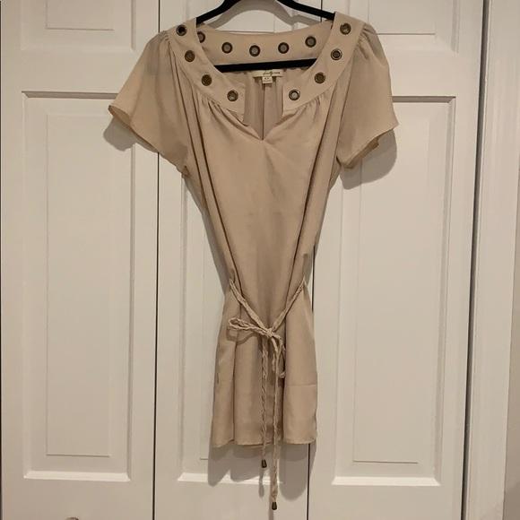 Forever 21 Dresses & Skirts - Beige flutter sleeve v-neck mini shift dress